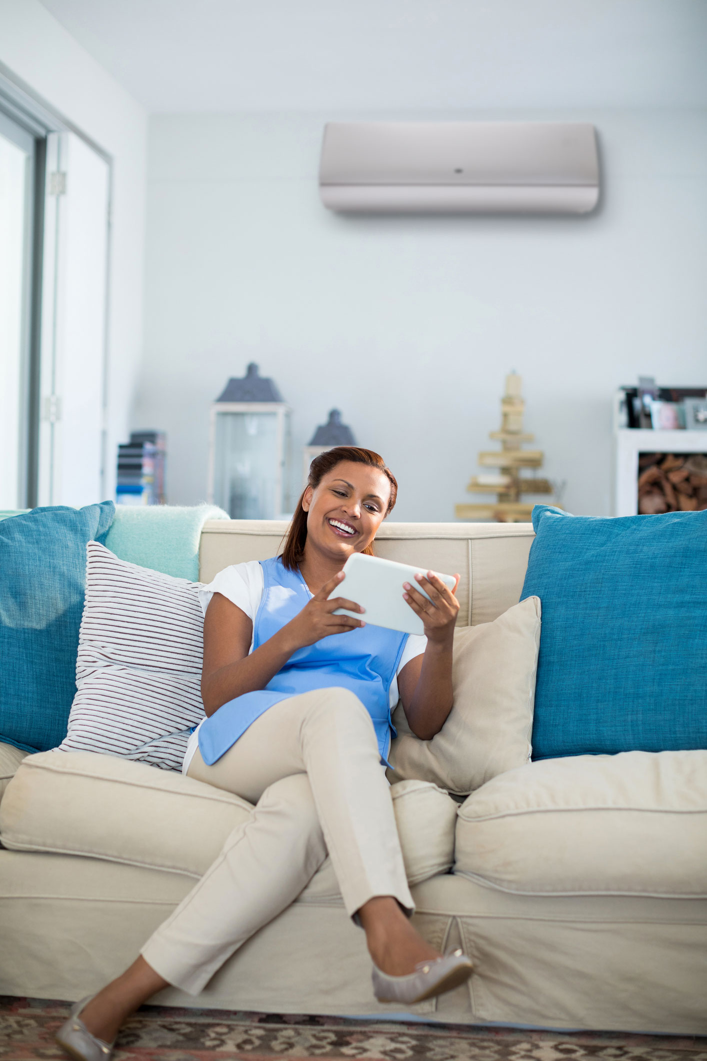Carrier_Woman_in_Living_Room